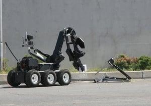 bomb-disposal-robot-in-street-e1533813337825